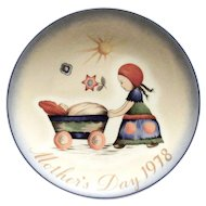"""Berta Hummel: Mother's Day 1978 Plate """"Afternoon Stroll"""""""