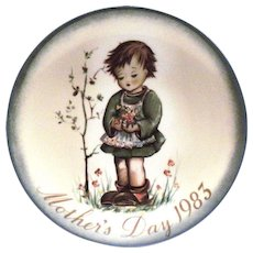 Berta Hummel: 1983 Mother's Day Plate (Spring Bouquet)