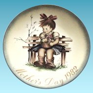 """Berta Hummel Hand Painted """"The Flower Basket"""" Mother's Day 1982 Plate"""