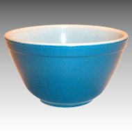 Pyrex 1 1/2 Pt #401 Blue Glass Bowl