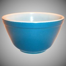 Pyrex 1 1/2 Pt #401 Blue Glass Bowl