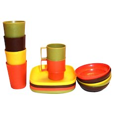Tupperware Children's Plastic Dinner Ware