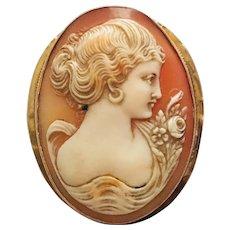 Victorian Genuine Shell Cameo Brooch in 18 Karat Gold  1900s