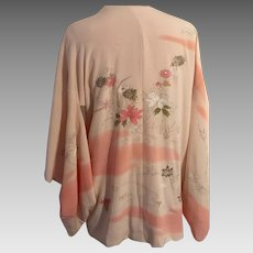 Kimono Short Crepe Satin Lined  in Pale Peach Floral Design Vintage