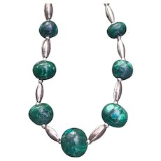 A classic vintage silver beaded malachite necklace.