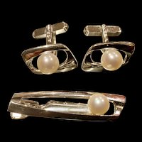 A classic mid century 1960s silver mikimoto pearl tie and cuff link set.