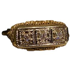 A classic vintage 14k YG filigree diamond ring.