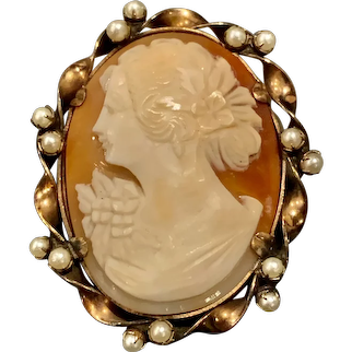 A finely carved vintage shell cameo by Lustern 12kgf