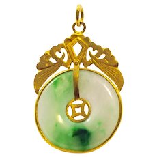 22 K Yellow Gold Natural Jade Pendant