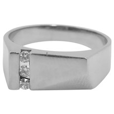 18 K White Gold Ring with Three Round Brilliant Cut Diamonds