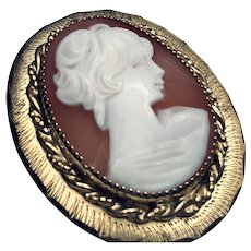 Perfect Lady Vintage Cameo Locket or Pendant