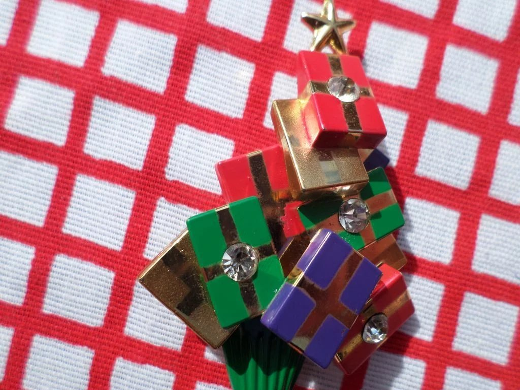 Avon Christmas Tree Pin And Pierced Earrings Book Piece