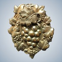 Art Nouveau Metal Dimentional Grapes Pin