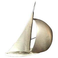 Beau Sterling moderistist Sailboat Pin