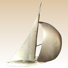 Beau Sterling moderistist Sailboat Pin