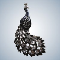 Beautiful Figural Filligree Black Enameling Rhinestone Peacock Pin