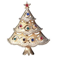 Vintage Signed JJ Jonette Rhinestone Christmas Tree Pin