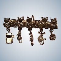 Vintage Gold Tone Figural Charm Cat Pin