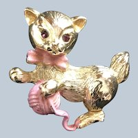 Vintage Gerrys Gold Tone Kitty Cat With Pink Yarn
