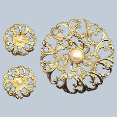 Vintage 1992 Avon Flower Blossom Gift Pin and Pierce Earring Boxed Set