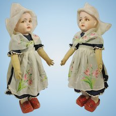 "19,30"" Delicious Vintage Italian Doll dressed in Dutch with shoulder head in papier-mache of 1930"
