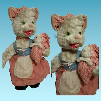 """1950"""" Vintage white plush Mother Cat with baby cat"""
