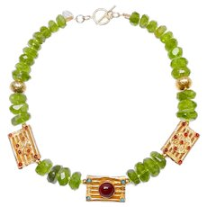 Vintage Vermeil Inlaid with Carnelian on Peridot and 18CT Gold