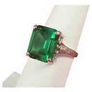 Gorgeous Sterling Silver Faux Emerald Green Glass Paste Ring Size 7 1/2