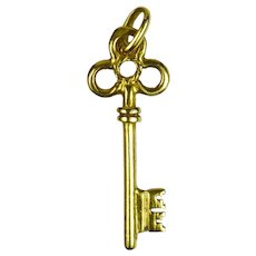 18K Yellow Gold Ornate Key Charm Pendant