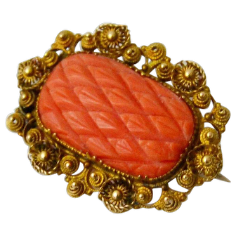 Fine Georgian Pineapple Cut Coral and 18 ct Cannetille Gold Lace Pin/Brooch. c1800-1820