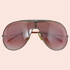 Elvis-Style Aviator Sunglasses With Graduated Pink Lenses
