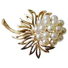 Trifari fo pearl flower pin