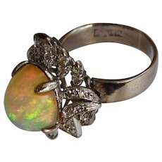 Cabochon opal in 18K white gold with diamonds ring