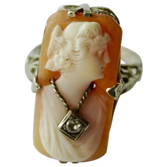 1920's ring 14K white gold shell cameo with diamond in neck