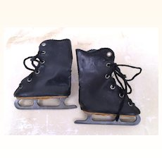 Vintage ice skates for your doll