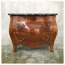 French Rosewood chest of drawers with beautiful marquetry and marble top
