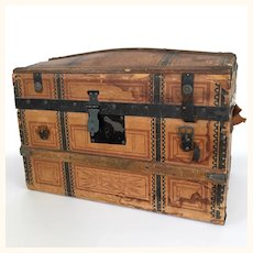 Antique doll's trunk with provenance