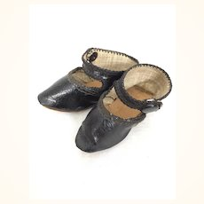 Antique pointed Mary Jane doll shoes