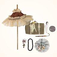 Group of vintage miniature dollhouse items