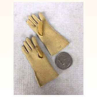 Suede or chamois miniature gloves for Fashion doll