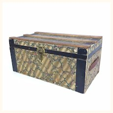 Antique small doll's trunk in excellent condition with its inset tray