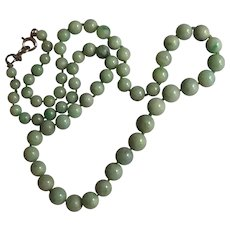 Lovely Vintage Estate Green Jade Necklace with 14K Gold Clasp