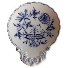Meissen Blue Onion Shell Shaped Spoon Rest
