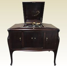 Victor Talking Machine VV 300 Mahogany Horizontal Console