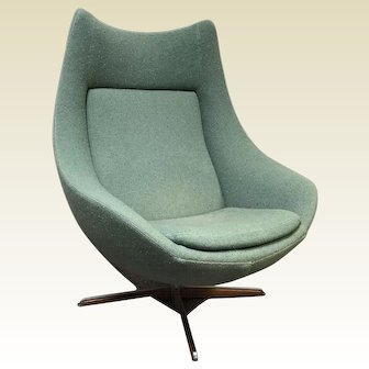 Mid Century Danish H.W. Klein Danish Egg Swivel Lounge Chair for Bramin