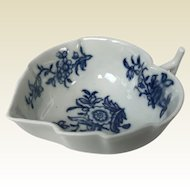 Worcester First Period Dr Wall Porcelain Leaf Shaped Butter Boat Crescent Mark