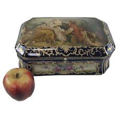 French Porcelain Dresser Box with Romantic Scene Decoration