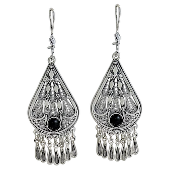 Sterling Silver filigree Earrings with Onix stones.