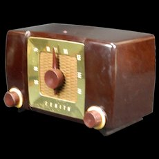 1951 Zenith AM Radio Model H615Z