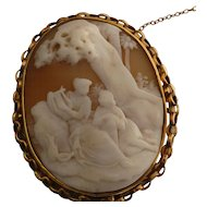 "Large ""romantic"" gold Shell Cameo Brooch"